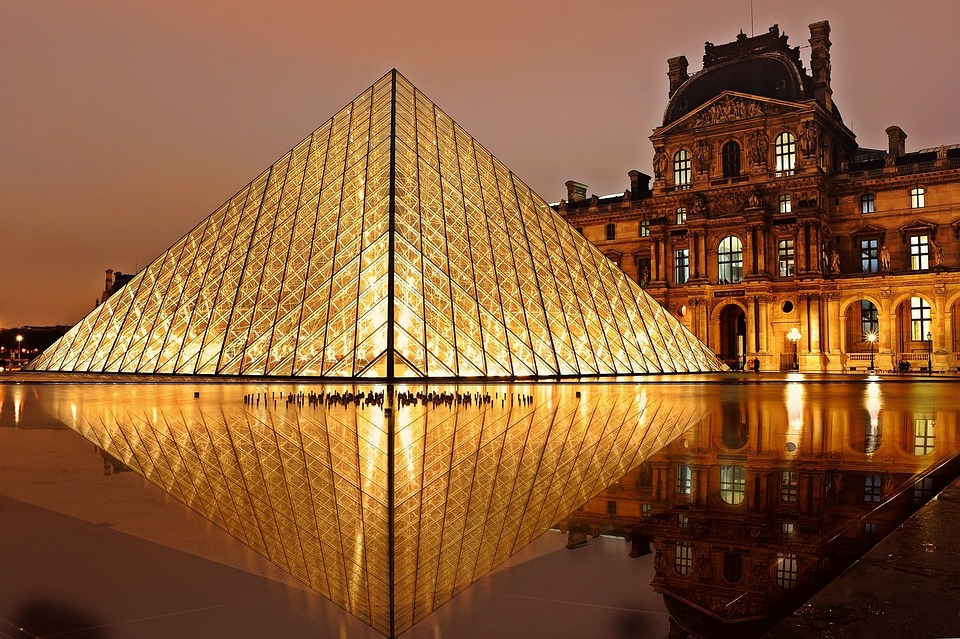 Photo pyramide Ming Pei Louvre Paris